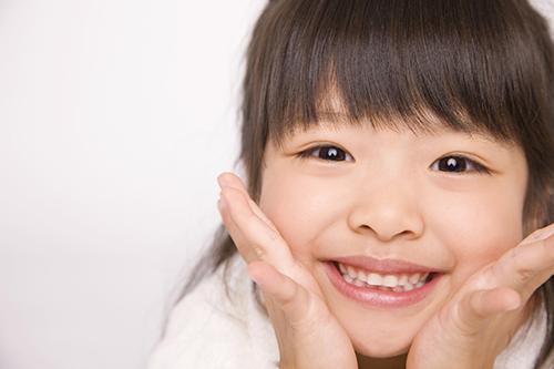 「乳歯は生え変わるからむし歯があっても平気」という危険な勘違い